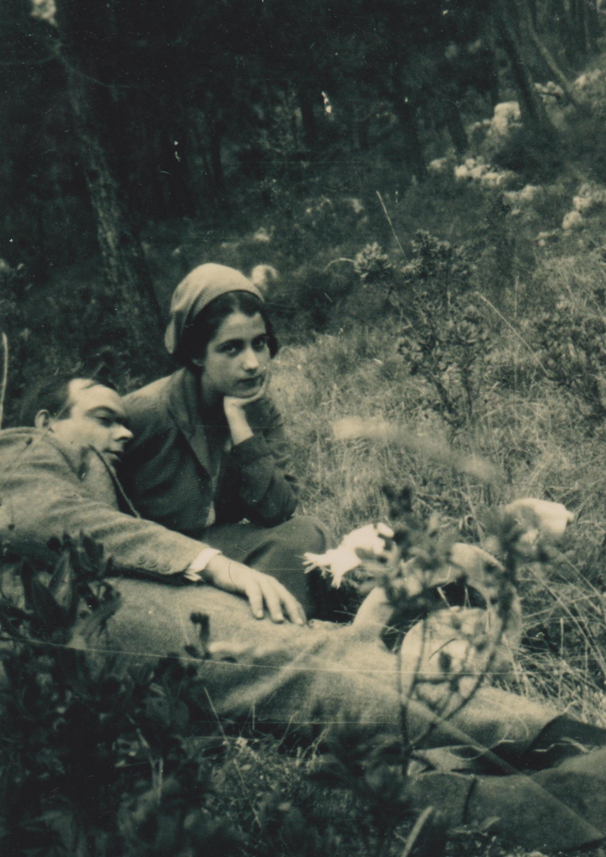 09. Antoine et Consuelo de Saint-Exupéry près d'Agay, avril-mai 1931. Collection particulière