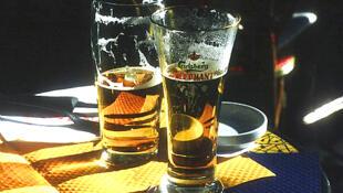 Aujourd'hui, grâce aux brasseries artisanales, la bière emploie directement près de 1 000 personnes dans le Nord pas de Calais. 40 brasseurs produisent encore 5, 5 millions de litres chaque année.
