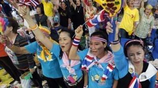 Phe Áo Vàng biểu tình gần trụ sở chính phủ Thái Lan ở Bangkok, ngày 30/01/2011