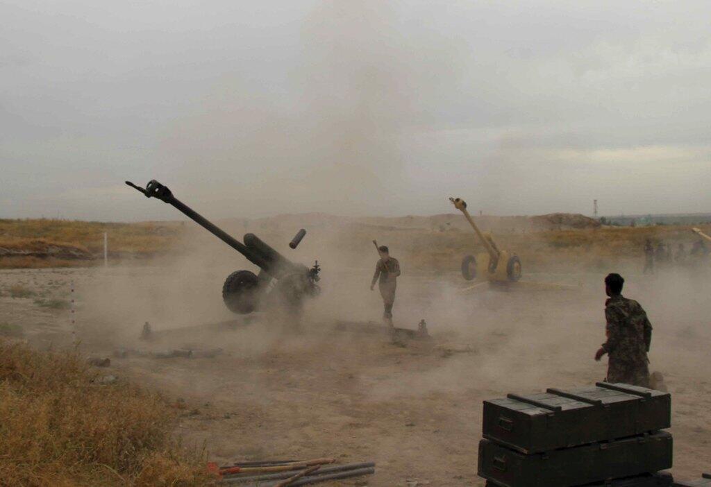 阿富汗政府軍士兵與塔利班武裝分子作戰2015年4月29日阿富汗昆都士