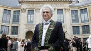 L'écrivain franco-libanais Amin Maalouf, en juin 2012 à l'Institut de France à Paris lors de son entrée à l'Académie.
