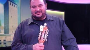 Pablo Mezzelani en los estudios de RFI