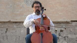 Karim Wasfi (notre photo), l'ancien chef de l'orchestre national de Bagdad a joué à Erbil aux côtés de réfugiées syriennes et irakiennes.