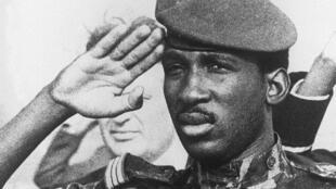 Le chef d'Etat du Burkina Faso, Thomas Sankara, le 31 octobre 1984, dans sa capitale Ouagadougou.