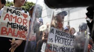 Manifestantes contrários aos presidente venezuelano Nicolás Maduro invadiram as ruas do país nas duas últimas semanas.