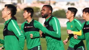 Le Congolais Cédric Bakambu lors d'un entraînement du Beijing Guoan.