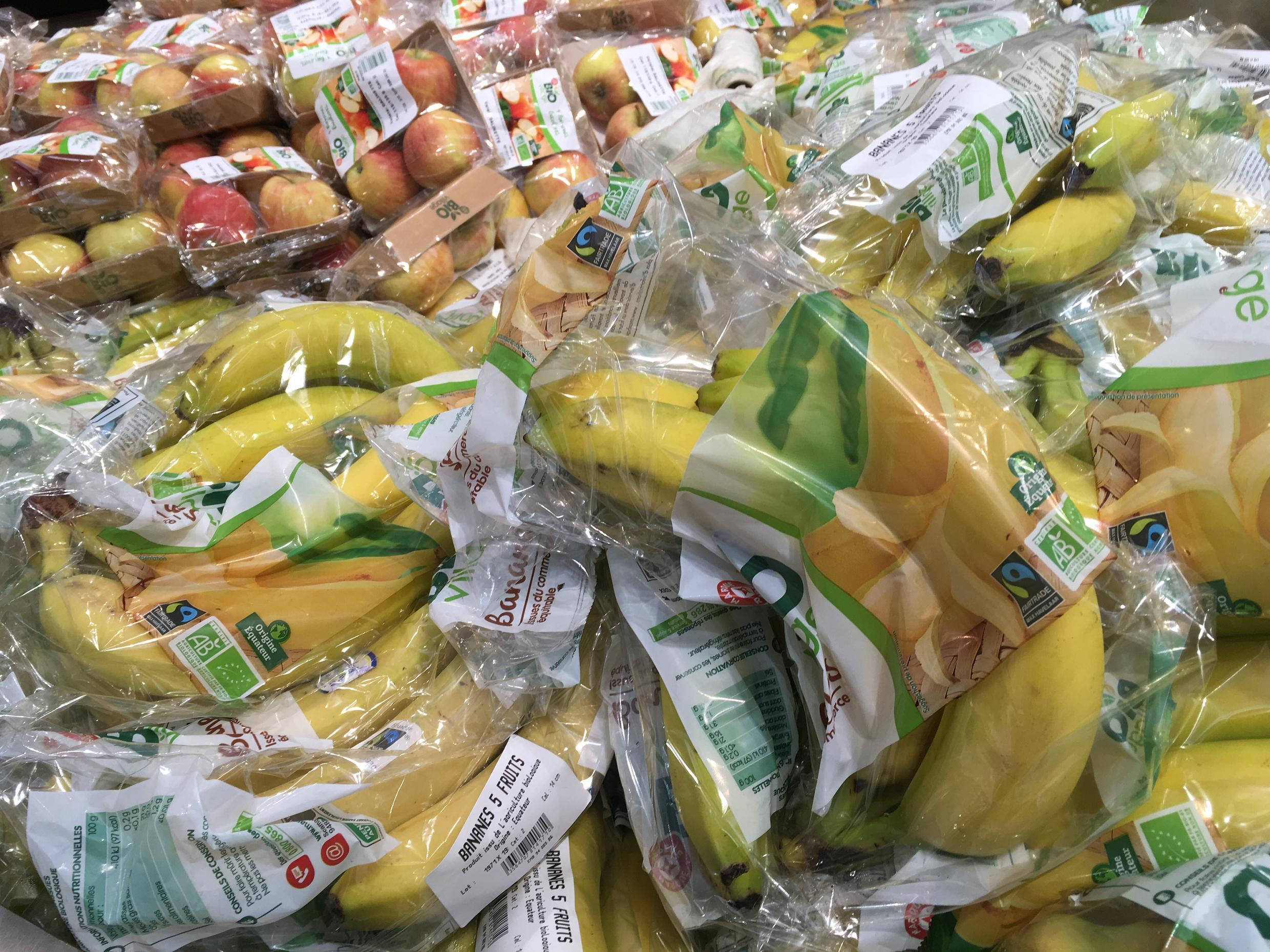 "How do these ""bio"" fruits, all wrapped in plastic, contribute to a better environment?"