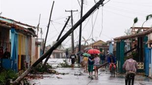 Une rue dévastée après le passage de l'ouragan Gustav de 2008 ( Los Palacios, 100 km à l'ouest de La Havane, Cuba)