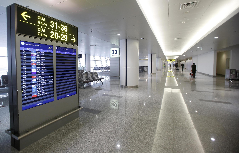 Nhà ga số 2  vừa được đưa vào sử dụng, tăng gấp đôi khả năng đón khách của sân bay Nội Bài, Hà Nội. Ảnh chụp ngày 20/12/2014.