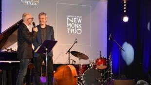 Laurent De Wilde e François Lacharme,presidente da Academia de Jazz,quando o pianista recebia o Prémio do Melhor Disco de Jazz francês do ano 2017(NEW MONK TRIO) na sala Pan Piper.Paris. 21 de Janeiro de 2018