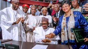 Presidente da Nigéria, Muhammadu Buhari, assina acord para a criação da Zona de Livre Comércio Continental Africana (Zlec) (07/07/2019).