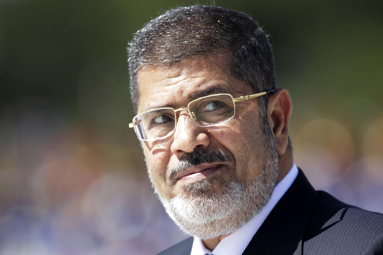 En Egypte, la famille de l'ex-président Mohamed Morsi a déclaré qu'elle allait poursuivre le général al-Sissi, commandant en chef de l'armée, pour « enlèvement »