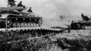Wasu tankokin dakarun Adolf Hitler na Jamus, yayin kaddamar da farmaki kan kasar Poland, ranar 1 ga Satumba na shekarar 1939.