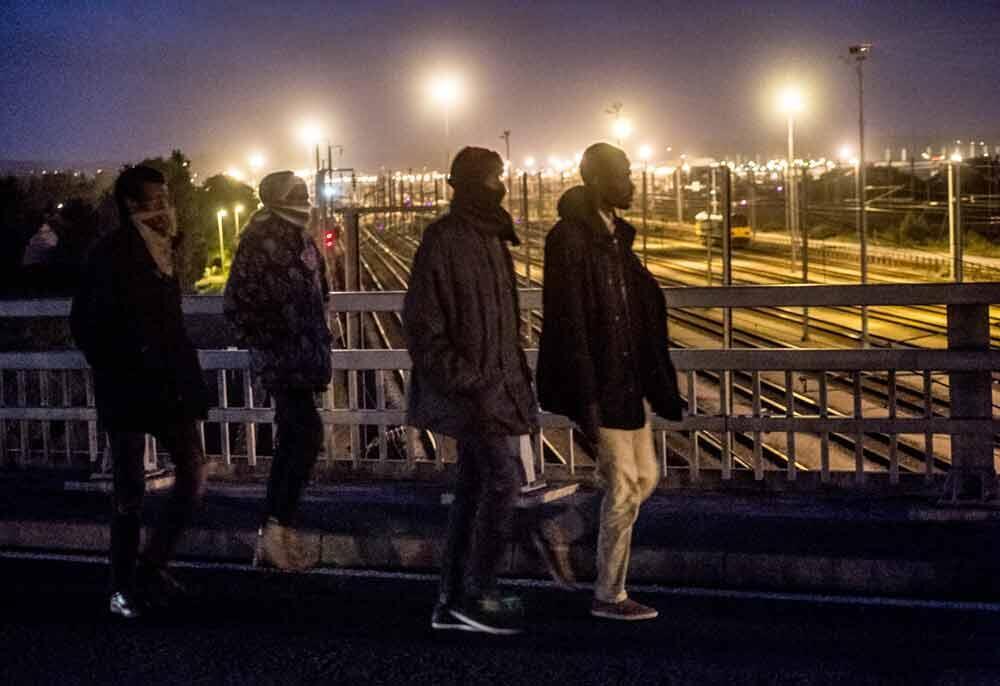 Мигранты вокруг ограды Евротуннеля. 28 июля 2015 г.
