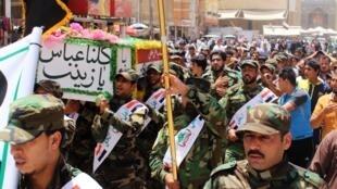 Iraquianos homenageiam homem morto em combates contra avanço de jihadistas em Najaf.