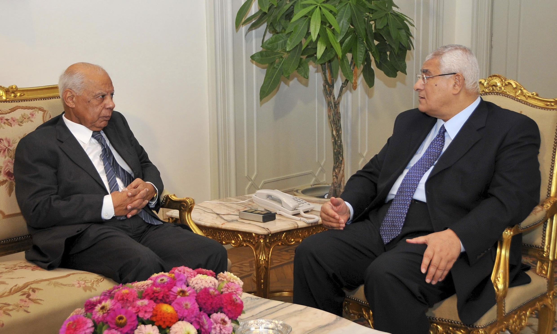 Ồng Hazem el-Beblaoui (trái) và Tổng thống lâm thời Adly Mansour, ngày 9/72013 tại Cairo.