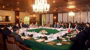 تا کنون مذاکرات چهارجانبه صلح افغانستان بدون حضور نمایندگان طالبان برگزار شده است.