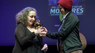 La dessinatrice américaine Emil Ferris a reçu le Fauve d'Or au festival d'Angoulême, le 26 janvier 2019 pour sa BD «Moi ce que j'aime, c'est les monstres».