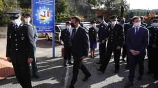 O presidente Macron durante a sua visita  à região do desfiladeiro de Perthus 05 11 2020