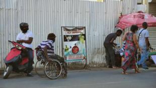 handicap 2 (1) Madagascar - homme en fauteuil roulant