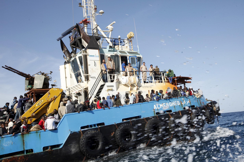Jirgin ruwa dauke da dimbin bakin haure a Tekun Mediterranean