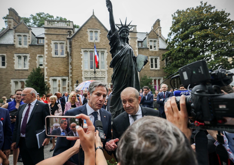 le drian blinken statue liberté