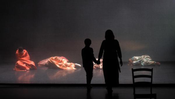 «La nuit sera calme», de Moïse Touré et Rokia Traoré, première présentée au Festival des Francophonies, Les Zébrures d'Automne, à Limoges.
