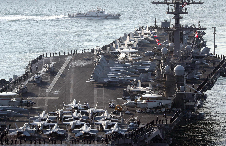 Hàng không mẫu hạm Mỹ USS Carl Vinson tới cảng Busan, ngày 15/03/2017, để tham gia cuộc tập trận với quân đội Hàn Quốc