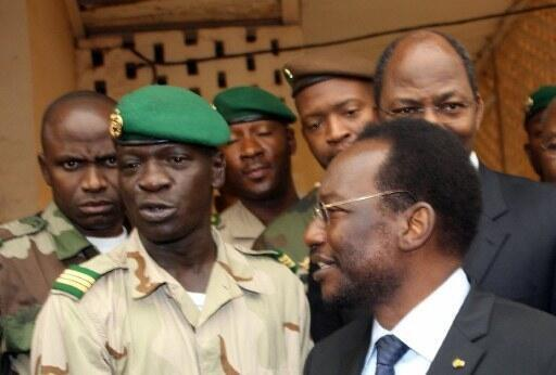 Rais wa serikali ya mpito nchini Mali Dioncounda Traoré akiwa na Kiongozi wa Mapinduzi Kepteni Amadou Haya Sanogo.
