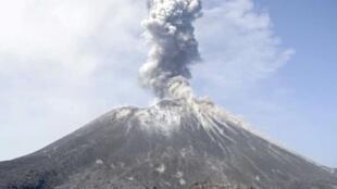 Tsaunin Anak Krakatoa, da ya haddasa ambaliyar Tsunami a Indonesia.