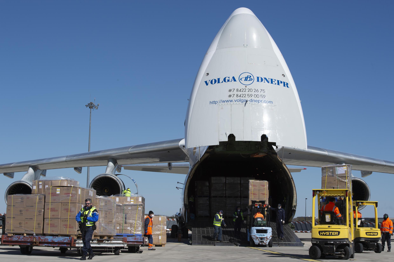 Khẩu trang Pháp đặt mua tại Trung Quốc được phi cơ vận tải chở đến Pháp vào hạ tuần tháng Ba 2020..