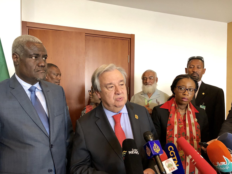 Mousa Faki Mahamat, presidente da Comissão da UA, e António Guterres, secretário-geral da ONU