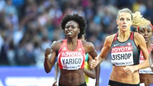 La Béninoise Noélie Yarigo (à gauche) en demi-finales du 800 mètres des Championnats du monde 2017 d'athlétisme.