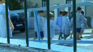 Em uma série de 10 reportagens, rede de televisão portuguesa TVI expõe uma suposta rede de tráfico internacional de crianças organizada pela Igreja Universal do Reino de Deus na década de 90.