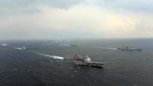 Navios militares dos EUA e da Coreia do Sul durante manobra conjunta na última sexta-feira (14).