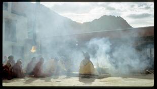 Cérémonie du puja, une cérémonie religieuse du Bouddhisme tibétain.