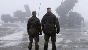 德国将在北约框架内在土耳其部署军人和导弹,图为德军在德国北部排练2012年12月18日