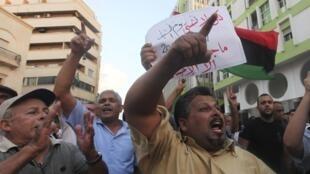 Des Libyens ont défilé à Benghazi, ce mercredi 12 septembre 2012, pour condamner l'attaque du consulat américain et l'assassinat de l'ambassadeur.