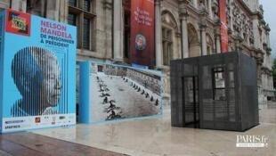 Entrada de la exposición en la alcaldía de la capital francesa.