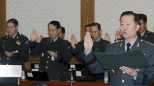 Hwang Eui-Don swears before a parliamentary inspection of the Army in Daejeon in this October 14, 2010 file photo