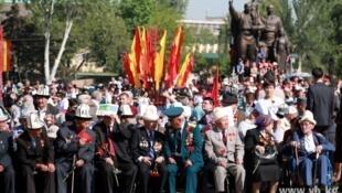 Ветераны на праздновании Дня Победы в Бишкеке 09/05/2014