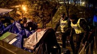 یک روز پس از اعلام محدودیتهای جدید و بحث برانگیز قانون مهاجرت در فرانسه، پلیس این کشور امروز پنجشنبه ۷ اکتبر، عملیات گسترده تخلیه مهاجران شمال شرق پاریس را آغاز کرد.