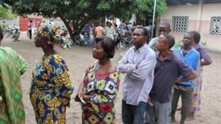 Pas de forte affluence dans les bureaux de vote pour les législatives au Bénin, le 30 avril 2011.