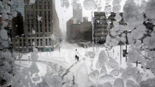 Ruas de Boston, EUA, cobertas de neve