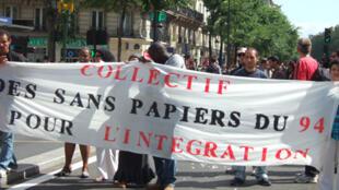Manifestations des sans-papiers en direction de l'église Saint-Bernard, le 23 août 2008.