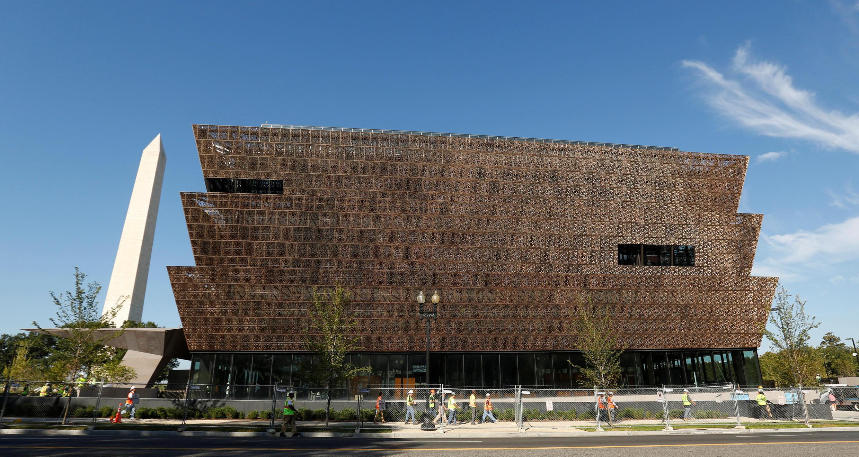 Le musée d'histoire afro-américaine, à Washington, photographié le 14 septembre 2016. Inauguré par Barack Obama, ce musée est l'exemple de réparations symboliques de l'esclavage et des discriminations accordées par l'Etat à la communauté afro-américaine.