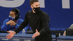 NEW YORK, NEW YORK - febrero 21: Los Minessota Timberwolves cesan al dt Ryan Saunders. Sarah Stier/Getty Images/AFP
