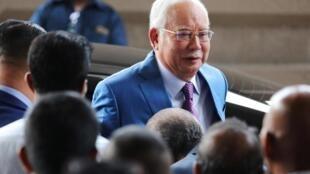 L'ancien Premier ministre malaisien est arrivé ce mardi au palais de justice de Kuala Lumpur pour être jugé dans le scandale 1MDB.