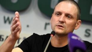 L'opposant russe Sergueï Oudaltsov, en conférence de presse à Moscou ce jeudi 10 août 2017.