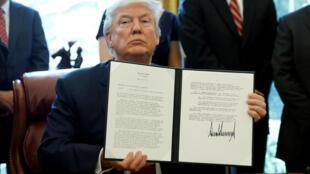 特朗普簽署行政命令動用《貿易拓展法案》第232款對包括中國在內的外國鋼鐵進口展開國家安全調查  2017年4月20日